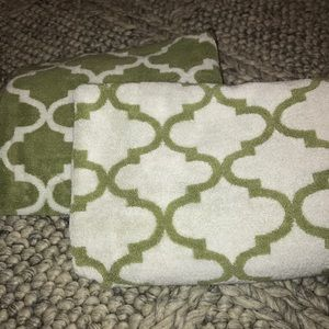 Set of two reversible towels- great condition!
